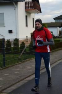 03 2015 11 28 Dorflauf In Villmar, 10 Km-Kreis-M., SCO-Vereins-M. 069 Andreas Meier Nutzt Den Schnellen Kurs Für Eine Neue Bestzei