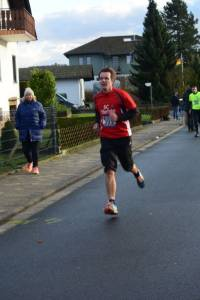 05 2015 11 28 Dorflauf In Villmar, 10 Km-Kreis-M., SCO-Vereins-M. 052 Sprinter Udo Meusergibt Auch über 10 Km Eine Gute Vorstellung