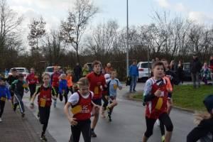 05 2015 11 28 Dorflauf In Villmar,10 Km-Kreis-M, SCO-Vereins-M.016 Dannrennen Sie Los