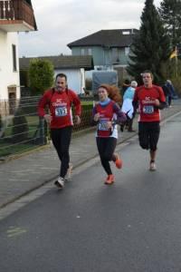 06 2015 11 28 Dorflauf In Villmar, 10 Km-Kreis-M, SCO-Vereins-M. 063 Das SCO-Dreiergespann Norbert,Madeleine Und Udo