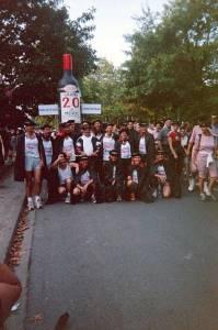 2004_Medoc franz. Gruppe mit Flaschenwagen