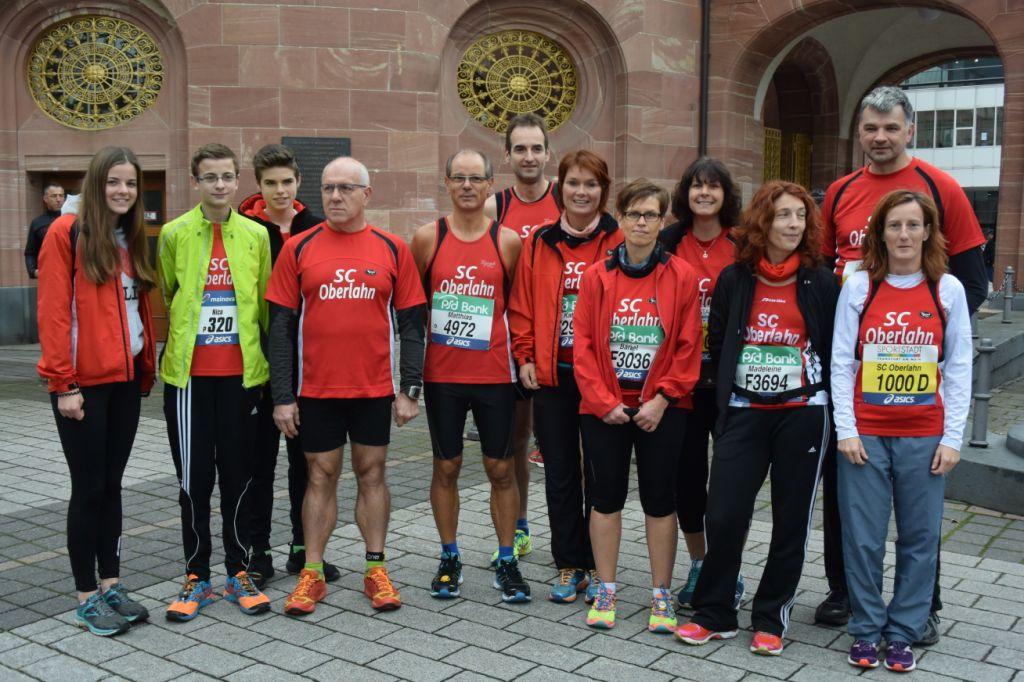 2015 10 25 Frankfurt Marathon 007 SC Oberlahn, Marathonis und ein Teil der Mini-Marathinis; Lars Hartmann fehlt
