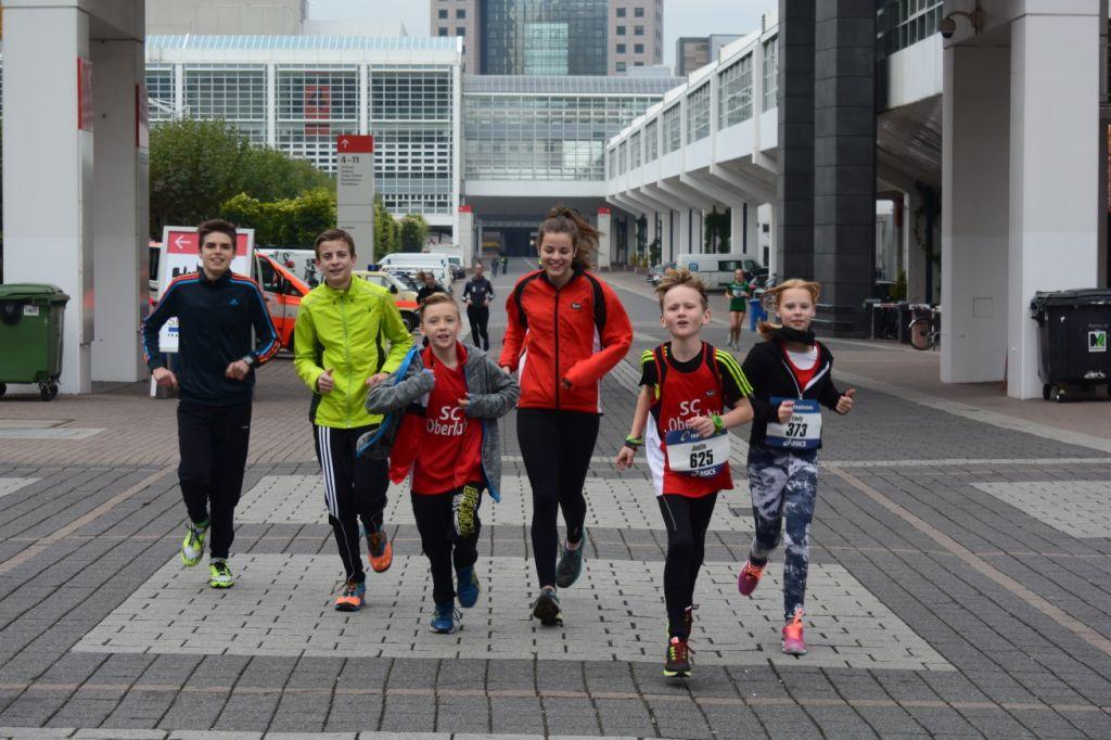 2015 10 25 Frankfurt Marathon 029 SCO Jugend beim Einlaufen
